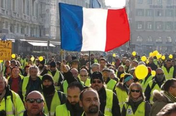 FRENCH HEALTHCARE WORKERS REBEL AGAINST COVID VACCINE